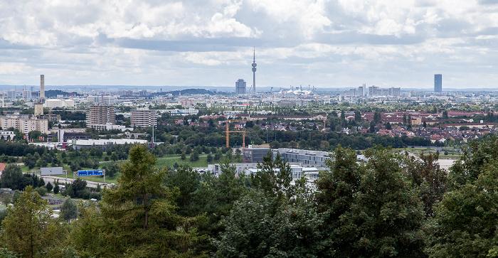 München Blick vom Fröttmaninger Berg BMW-Hochhaus Olympiaberg Olympiastadion Olympiaturm Uptown-Hochhaus