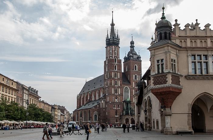 Stare Miasto: Hauptmarkt (Ring, Rynek Glówny) mit Marienkirche und Krakauer Tuchhallen (Sukiennice)