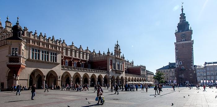 Stare Miasto: Hauptmarkt (Ring, Rynek Glówny) mit Krakauer Tuchhallen (Sukiennice) Krakauer Rathausturm