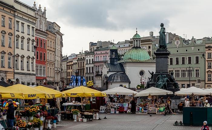 Krakau Stare Miasto: Hauptmarkt (Ring, Rynek Glówny) - Adam-Mickiewicz-Denkmal und St.-Adalbert-Kirche