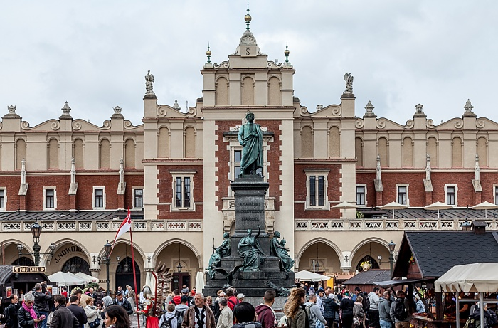 Stare Miasto: Hauptmarkt (Ring, Rynek Glówny) - Adam-Mickiewicz-Denkmal und Krakauer Tuchhallen (Sukiennice)