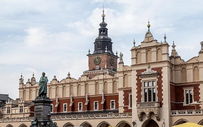 Stare Miasto: Hauptmarkt (Ring, Rynek Glówny) - Adam-Mickiewicz-Denkmal und Krakauer Tuchhallen (Sukiennice) Krakauer Rathausturm