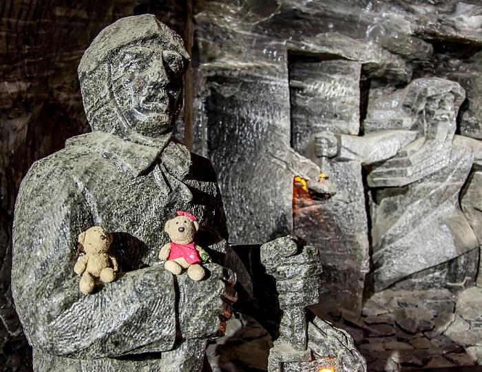 Salzbergwerk Wieliczka: Teddy und Teddine auf dem Arm des Schatzmeisters - Zwischensohle Kazanow, 125 m Tiefe