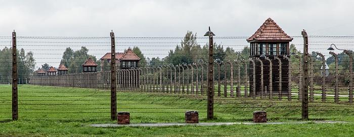 Staatliches Museum Auschwitz-Birkenau: Konzentrationslager Auschwitz-Birkenau - Stacheldrahtzaun und Wachtürme
