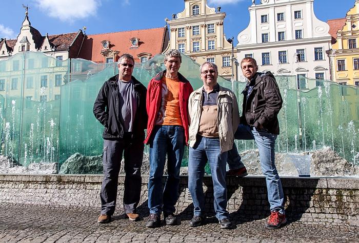 Breslau Stare Miasto: Großer Ring (Rynek) - Gläserner Brunnen: Jürgen, Boris, Uwe und Ralph