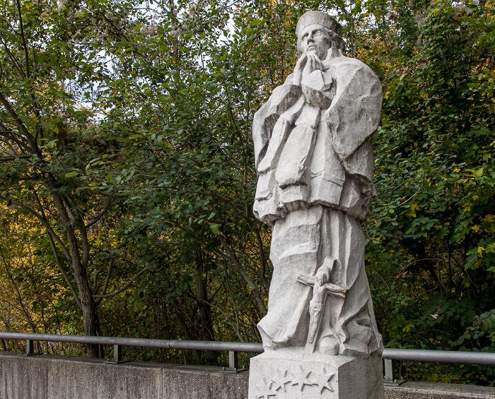 Grünwalder Isarbrücke: Statue des Hl. Johannes von Nepomuk