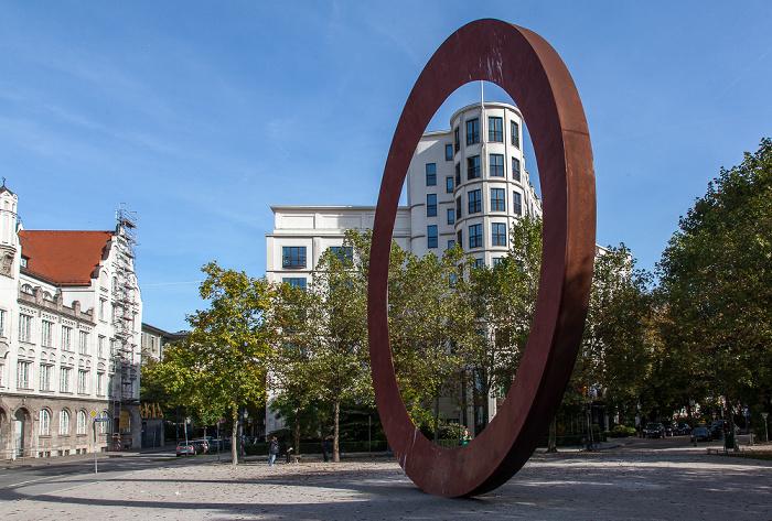 München Maxvorstadt: Elisenstraße / Luisenstraße / Sophienstraße - Stahlplastik Der Ring  Luisengymnasium The Charles Hotel