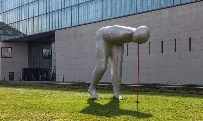 Kunstareal München (Maxvorstadt): Skulpturenpark der Pinakotheken - Present Continuous (von Henk Visch) Hochschule für Fernsehen und Film Staatliches Museum Ägyptischer Kunst