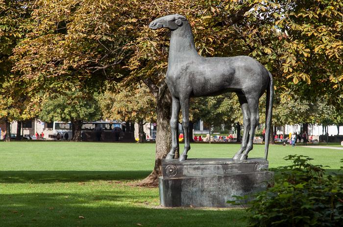 Kunstareal München (Maxvorstadt): Skulpturenpark der Pinakotheken - Trojanisches Pferd (von Hans Wimmer)