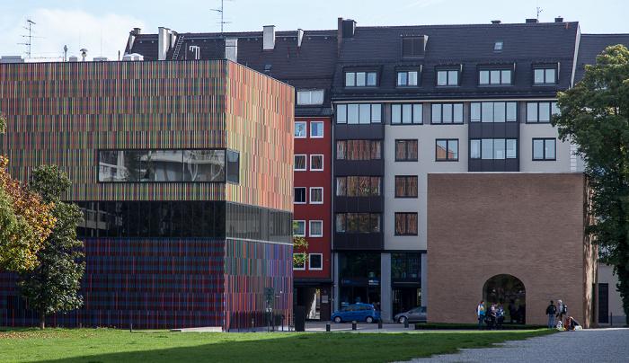 Kunstareal München (Maxvorstadt): Museum Brandhorst (links) und Türkentor
