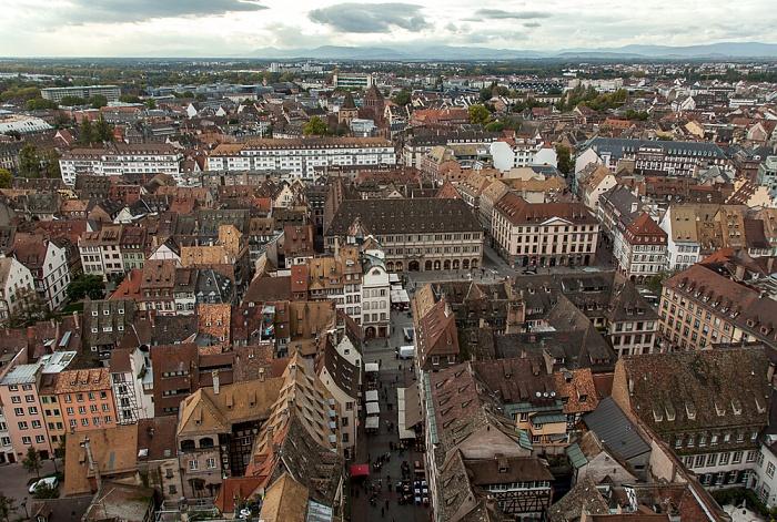Blick von der Turmplattform des Straßburger Münsters (Cathédrale Notre-Dame de Strasbourg): Grande Île Église Saint-Thomas Place Gutenberg Rue Mercière