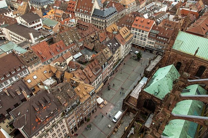 Blick von der Turmplattform des Straßburger Münsters (Cathédrale Notre-Dame de Strasbourg): Grande Île Place de la Cathédrale
