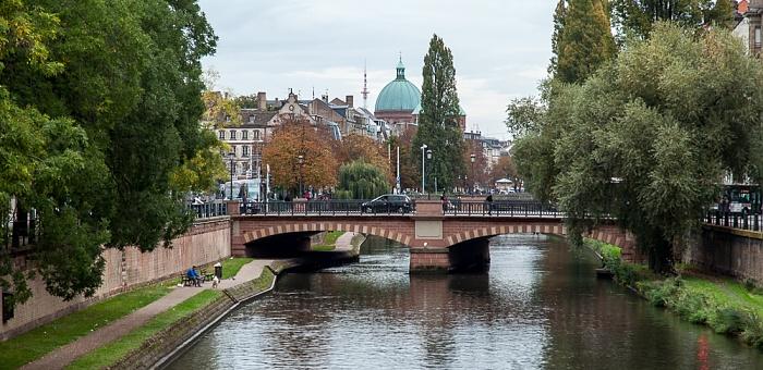 Straßburg Blick von der Pont Kuss: Canal du Faux-Rempart und Pont de Saverne Église Saint-Pierre-le-Jeune catholique Grande Île Quartier de la Gare
