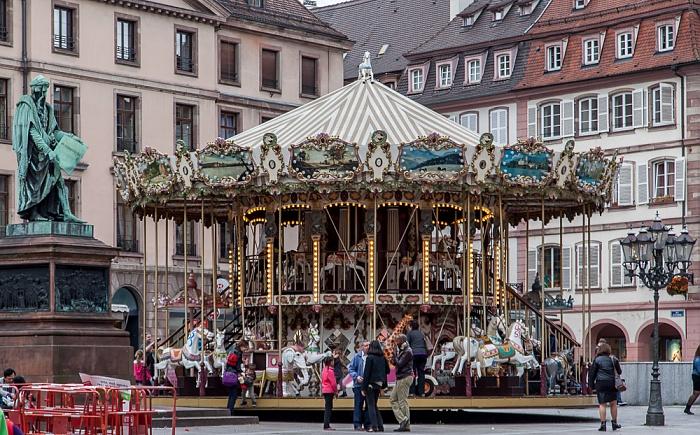 Straßburg Grande Île: Place Gutenberg - Karussell Johannes-Gutenberg-Denkmal