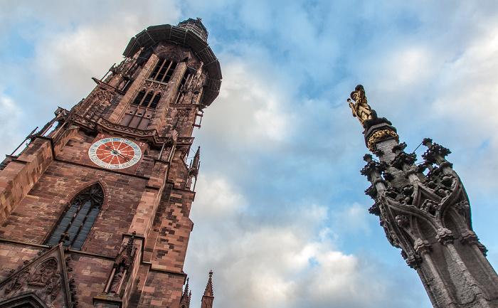 Altstadt: Freiburger Münster Georgsbrunnen