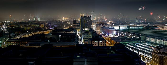 München Blick vom BR-Funkhaus: Silvester-/Neujahr-Feuerwerk Frauenkirche Hauptbahnhof Maximilianeum Theatinerkirche