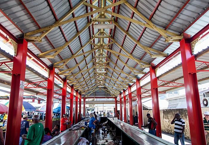 Victoria (Seychellen) Sir Selwyn Selwyn-Clarke Market: Fischverkauf
