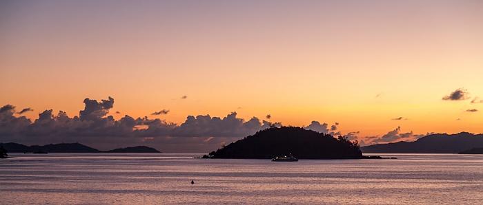 Praslin Blick aus dem Colibri Hotel: Baie Sainte Anne (Indischer Ozean) mit Round Island