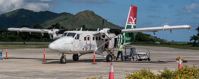 Praslin Island Airport: DHC-6 Twin Otter-400