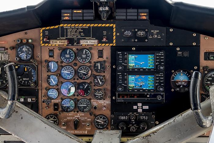 Praslin Island Airport: Cockpit der DHC-6 Twin Otter-400
