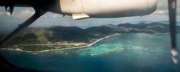 Indischer Ozean Praslin mit dem Praslin Island Airport Félicité Grande Soeur La Digue Petite Soeur Luftbild aerial photo