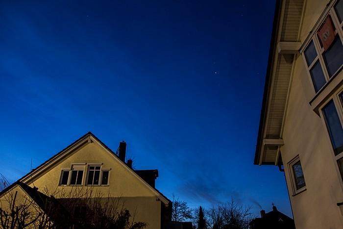 München Blick auf den Himmel am Tag der (partiellen) Sonnenfinsternis 2015 (3 Stunden vor Beginn)