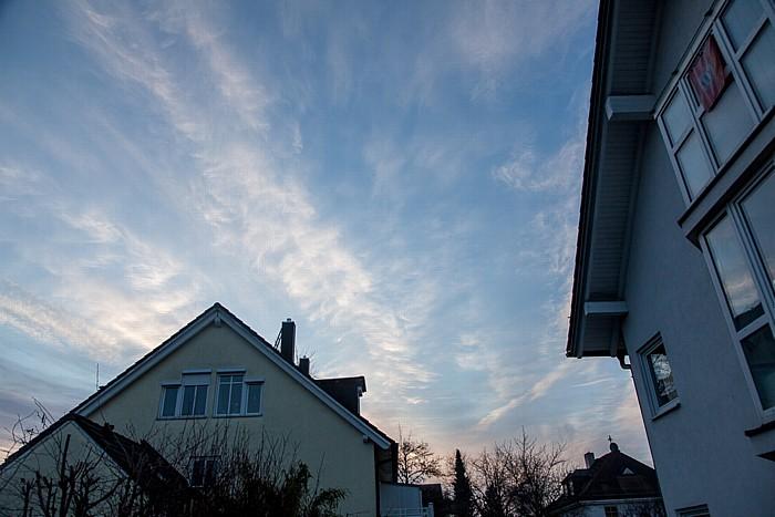München Blick auf den Himmel am Tag der (partiellen) Sonnenfinsternis 2015 (kurz nach Sonnenaufgang)