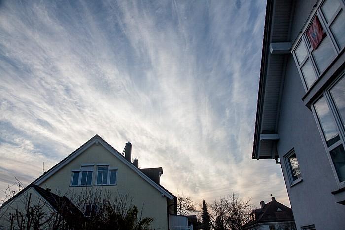 München Blick auf den Himmel am Tag der (partiellen) Sonnenfinsternis 2015 (1,5 Stunden vor Beginn)