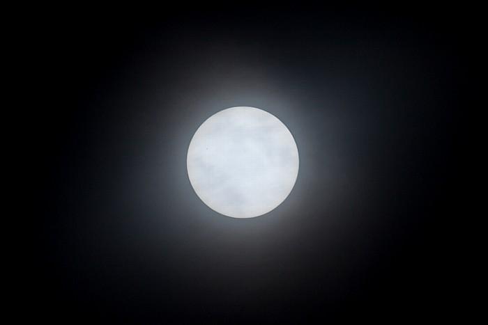 München Kurz vor Beginn der (partiellen) Sonnenfinsternis 2015