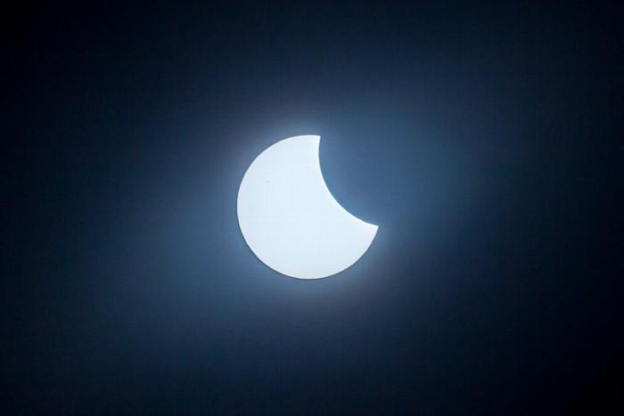 München (Partielle) Sonnenfinsternis 2015 (9:54 Uhr): Sonne und Mond
