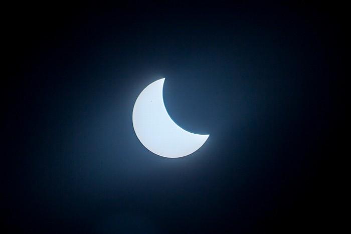 München (Partielle) Sonnenfinsternis 2015 (10:11 Uhr): Sonne und Mond