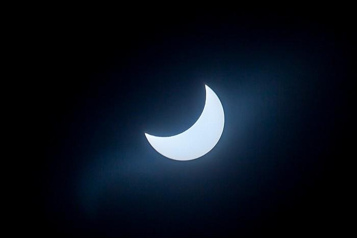 München (Partielle) Sonnenfinsternis 2015 (10:59 Uhr): Sonne und Mond