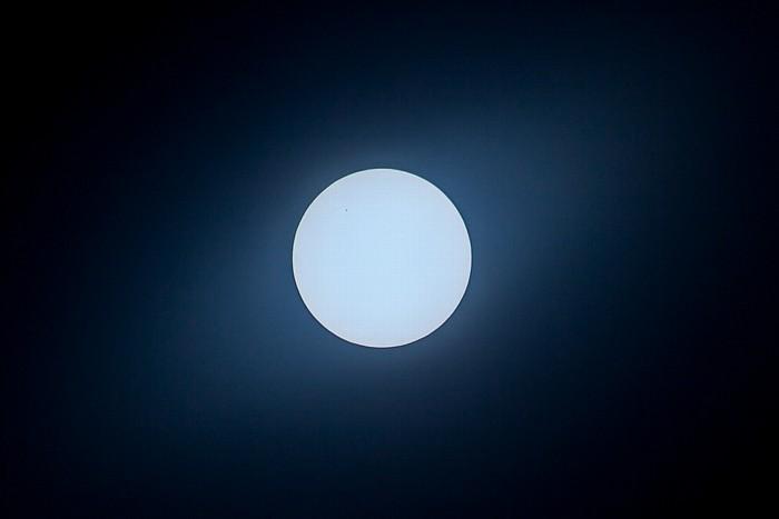 München Kurz nach dem Ende der (partiellen) Sonnenfinsternis 2015 (11:51 Uhr): Sonne