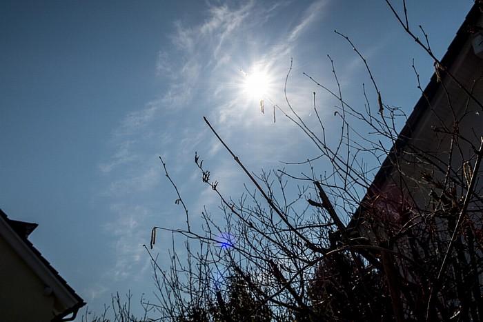 München Garten Gratspitzstraße 40: Während der (partiellen) Sonnenfinsternis 2015