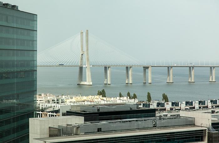 Blick aus dem VIP Executive Art's Hotel: Tejo, Ponte Vasco da Gama Lissabon