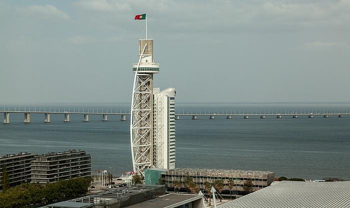 Blick aus dem VIP Executive Art's Hotel: Torre Vasco da Gama, Tejo, Ponte Vasco da Gama Lissabon