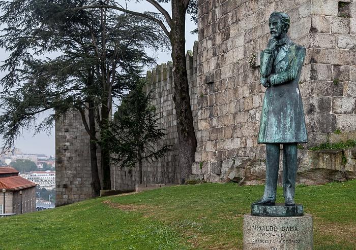 Porto Centro Histórico: Jardim de Arnaldo Gama - Arnaldo-Gama-Denkmal Muralhas Fernandinas