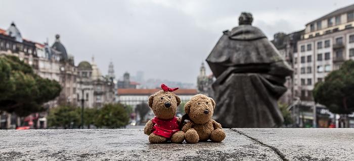 Porto Altstadt: Praça do General Humberto Delgado - Teddine und Teddy Avenida dos Aliados Monumento a Almeida Garrett