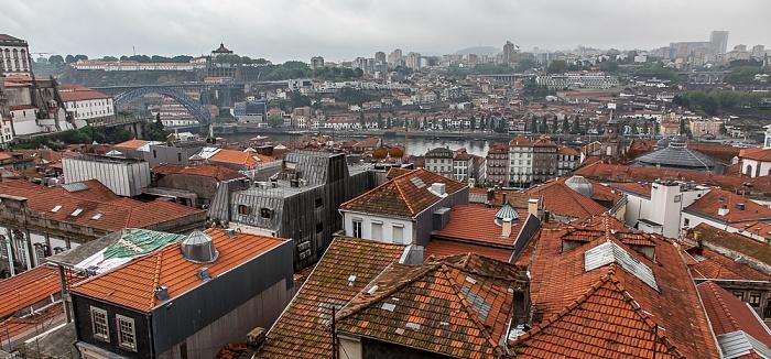 Blick vom Miradouro da Rua São Bento da Vitória: Centro Histórico, Vila Nova de Gaia (oben) Porto 2015