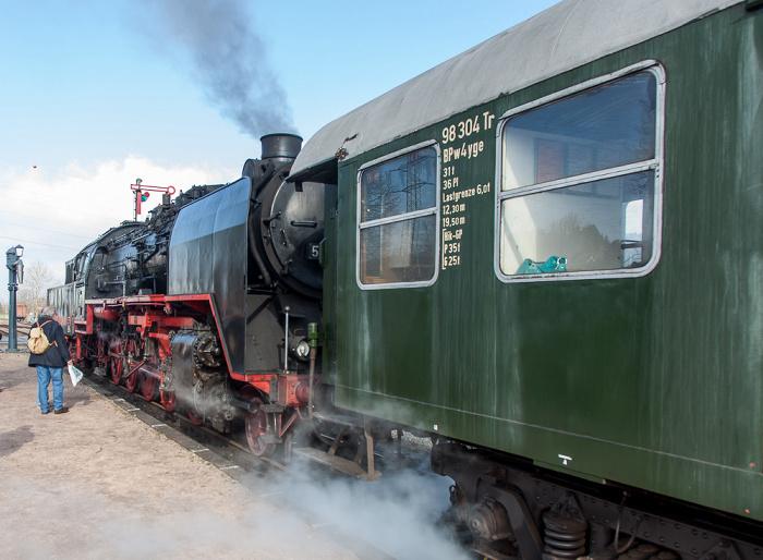 Blumberg Bahnhof Zollhaus (Sauschwänzlebahn/Wutachtalbahn): Dampfzug mit Dampflokomotive 50 3501