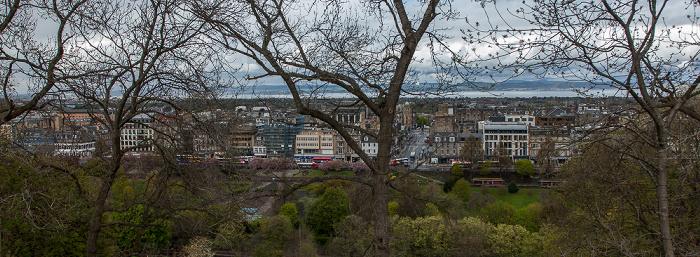 Blick von der Castle Esplanade (Old Town): Princes Street Gardens, Princes Street, New Town Edinburgh