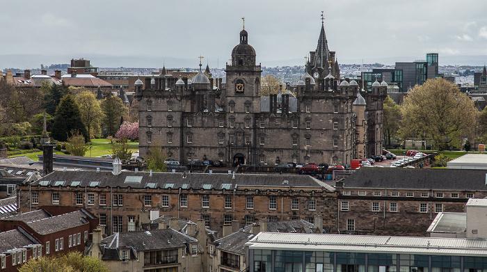 Blick von der Castle Esplanade (Old Town): Old Town mit George Heriot's School Edinburgh