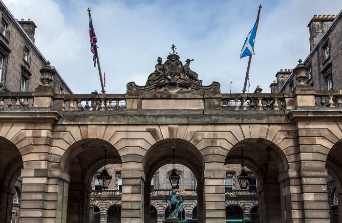 Old Town: High Street (Royal Mile) - Edinburgh City Chambers (ehem. Royal Exchange)