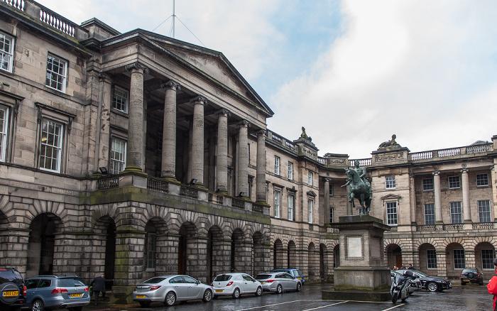 Edinburgh Old Town: Parliament Square - Parliament House Reiterdenkmal von Charles II of Scotland