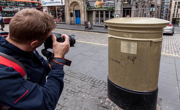 Old Town: Hunter Square - Gold Post Box Edinburgh