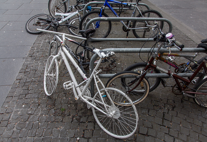 Edinburgh Old Town: Hunter Square - Fahrräder