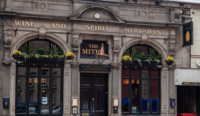 Old Town: High Street (Royal Mile) - The Mitre Bar Edinburgh