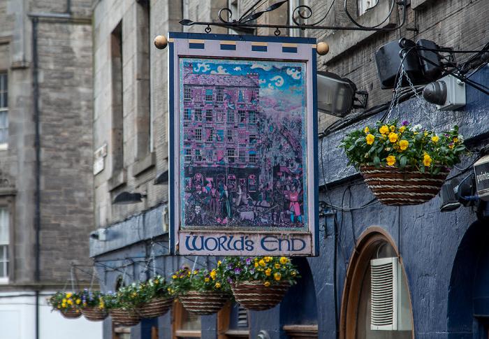 Edinburgh Old Town: High Street (Royal Mile) - The World's End