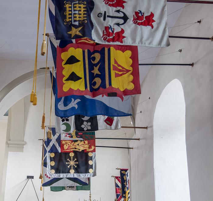 Kirk of the Canongate: Flaggen Edinburgh
