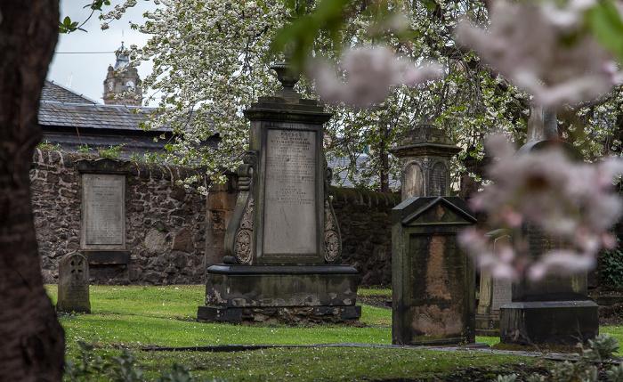 Edinburgh Old Town: Canongate Kirkyard